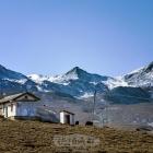 雪山下的小屋