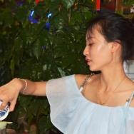 美女献香茶